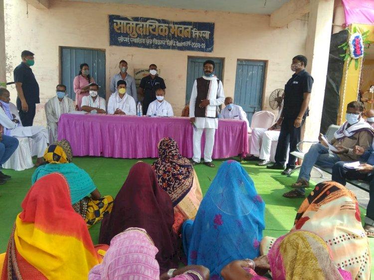 अंडा  गृह एवं लोक निर्माण मंत्रीताम्रध्वज साहू ने आज जिले के दुर्ग ब्लाक के ग्रामीण क्षेत्रों का व्यापक भ्रमण किया। गृह मंत्री ने भ्रमण के दौरान ग्रामीणों से समस्याएं पूछीं। इनके त्वरित हल के लिए अधिकारियों को निर्देश दिया।