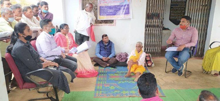डौंडीलोहारा बड़ी खबर....  डौंडीलोहारा//खामतराई के बुजुर्ग उदय राम साहू ने तोड़ी भूख हड़ताल,प्रशासन के साथ जनप्रतिनिधियों ने हड़ताल खत्म करने में निभाई प्रमुख भूमिका....  डौंडीलोहारा