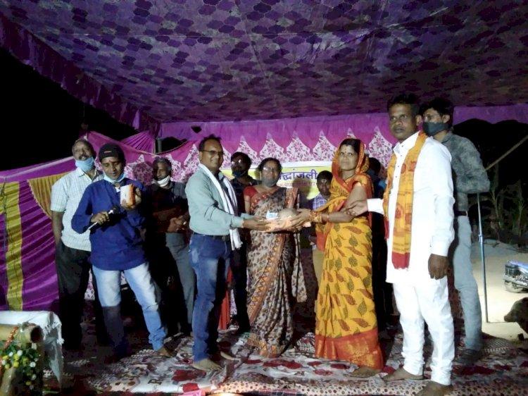 श्वेता के प्रथम पुण्यतिथि पर सरगीफूल कवि ,समुह का कोंडागांव जिले के ग्राम शामपूर में शानदार कवि  सम्मेलन का किया गया आयोजन