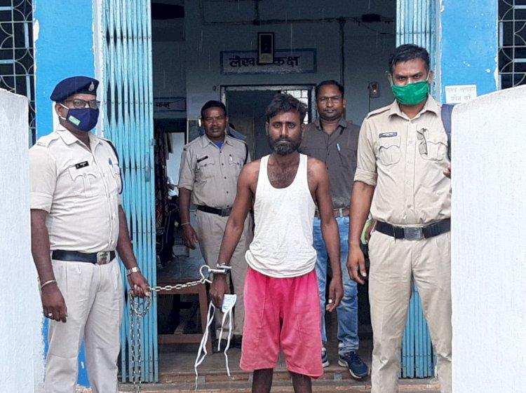 गाँव के लोगों को डरा धमका कर अश्लील हरकत करने का आरोपी गया जेल