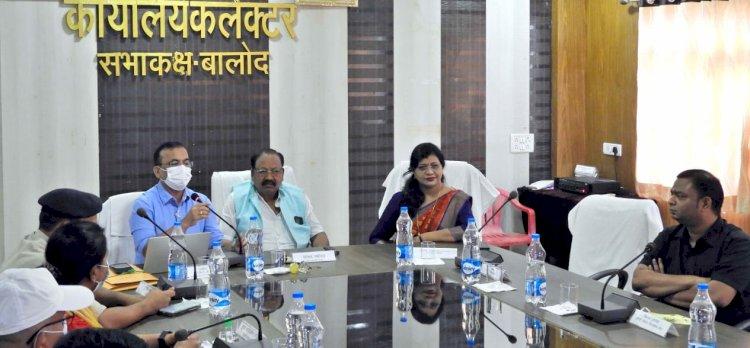 कलेक्टर की अध्यक्षता में जिला खनिज संस्थान  न्यास की शासी परिषद की बैठक आयोजित