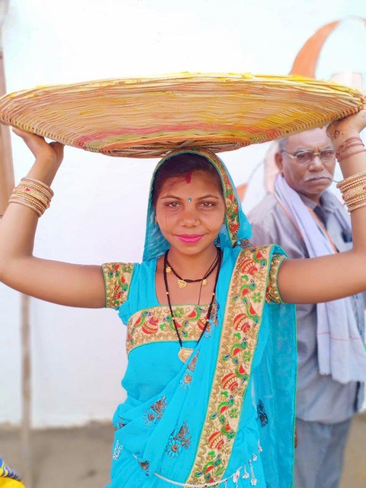 दो साल पहले शादी कर कुथरेल ससुराल आई साहू परिवार की एक 24 वर्षीय महिला की गांव के तालाब मे तैरती हुई मिली लाश क्षेत्र मे फैली सनसनी , हत्या है या आत्महत्या पुलिस जुटी जांच मे