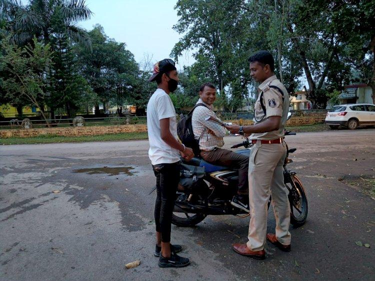 यातायात पुलिस नारायणपुर द्वारा तेज SPEED बाईकर्स, शराब सेवन अथवा मोबाईल से बात करते हुए वाहन चलाने वालों लोगों और नाबालिक वाहन चालकों के पालकों के खिलाफ कार्यवाही तेज...