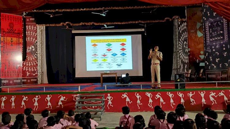 यातायात पुलिस नारायणपुर द्वारा रामकृष्ण मिशन आश्रम में आयोजित की गई जागरूकता कार्यक्रम...
